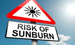 Can sunscreen help decrease the risk of sunburn?